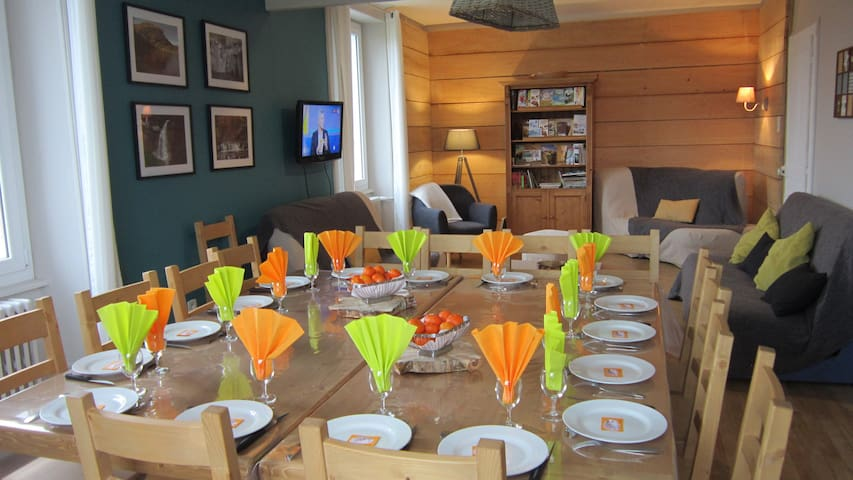 repas dans séjour (tables modulables)