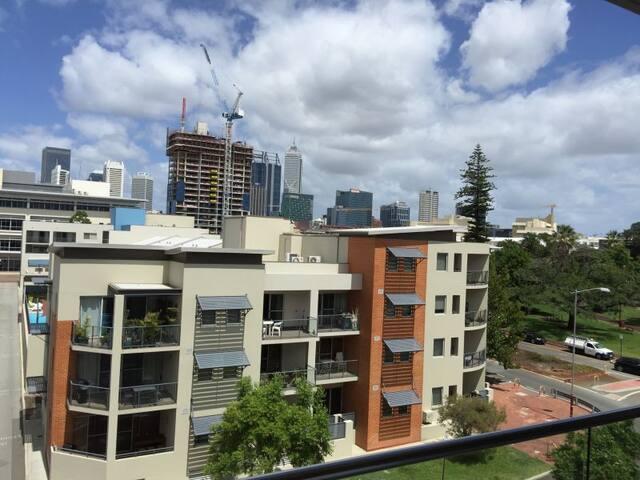 Brand new apartment in Perth Central, bus&train - Perth - Appartement