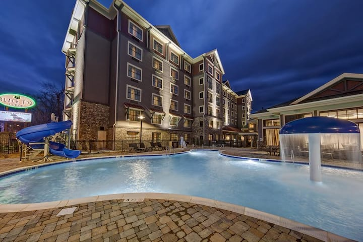 Outstanding Room River View At Pigeon Forge