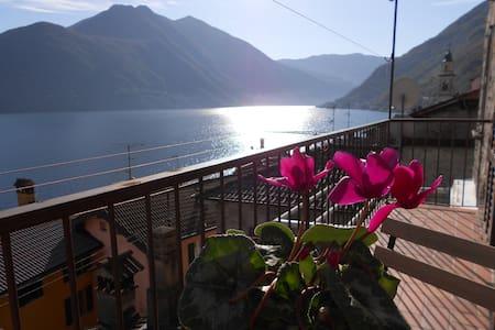Vista stupenda sul Lago di Como - Brienno - อพาร์ทเมนท์