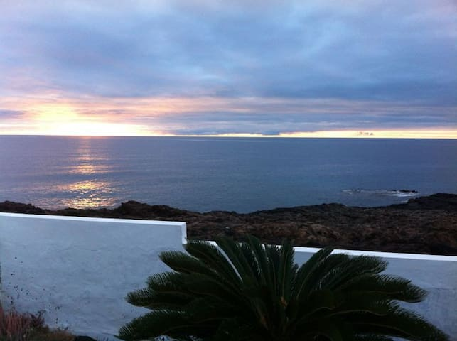 Casa en primera linea del mar - Teguise