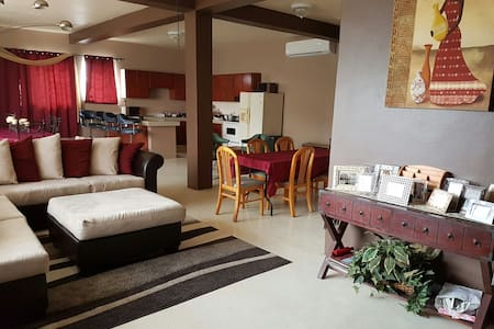 Spacious Agat home - Agat