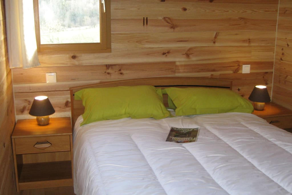 Chambre double tout confort, mais aussi 2 lits de 90 dans la chambre à côté.