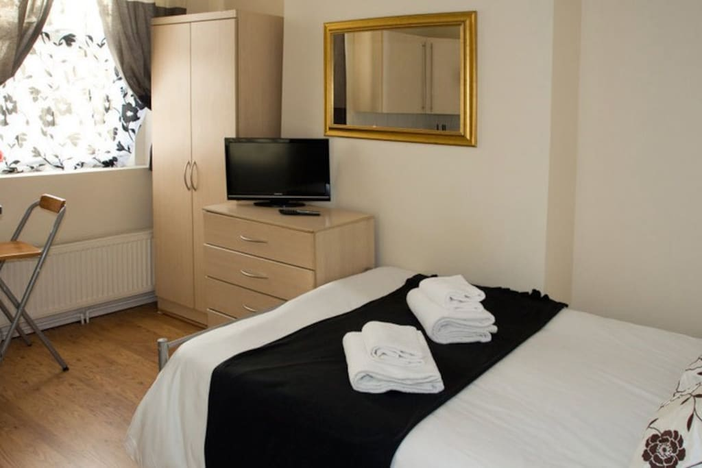 Studio to rent to a short stay in London for 2 people. NO hidden Fees.