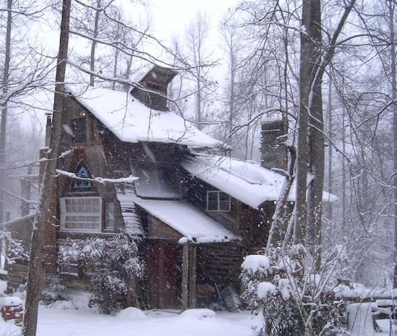 ~~> Cozy Log Cabin w/ Stage  <~~