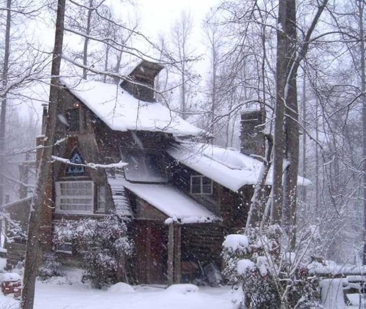 ~~> Cozy Log Cabin in the Carolina Woods  <~~