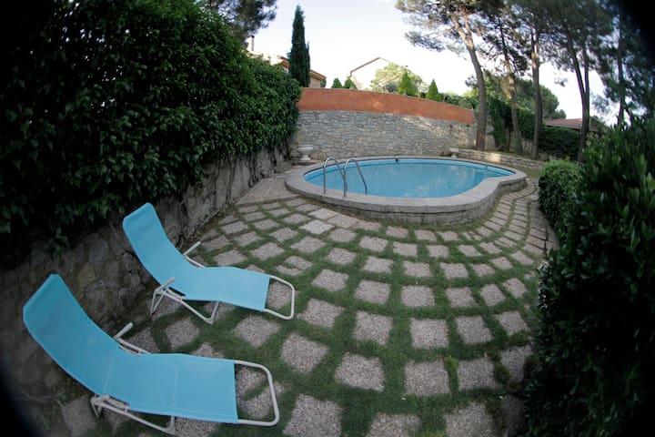 Perfecta en villa + jardín y piscina, El Escorial