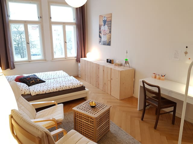 Large, bright room in spacious apartment