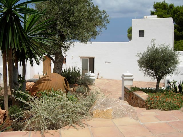 Family villa Ibiza, pool, close to beach, sea view - Sant Josep de sa Talaia - Villa