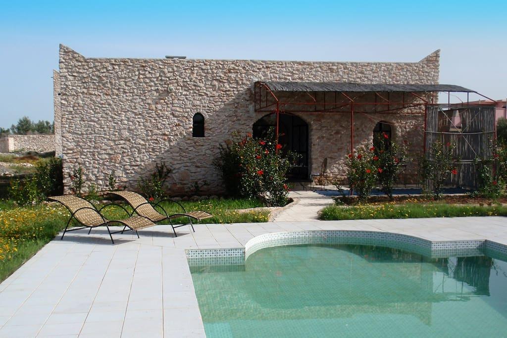 Maison et piscine entierement clos houses for rent in for Piscine clos d or grenoble