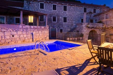 Private pool villa - Meditteranean peace