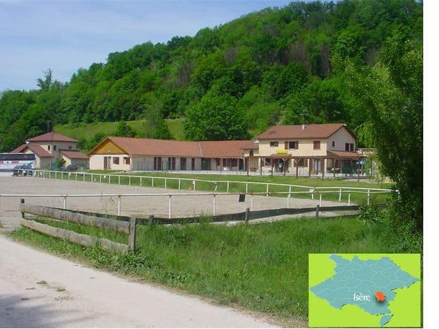Gite de Groupe , Le CENTAURE - Réaumont - Nature lodge