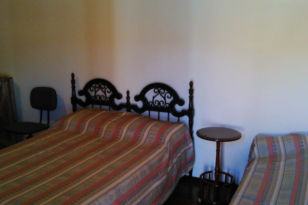 Suite externa a casa principal - 4 essoas com 1 cama,  sofa cama e banheiro