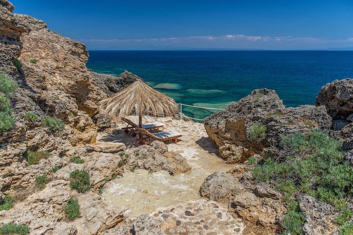 La Dolce Villa private beach