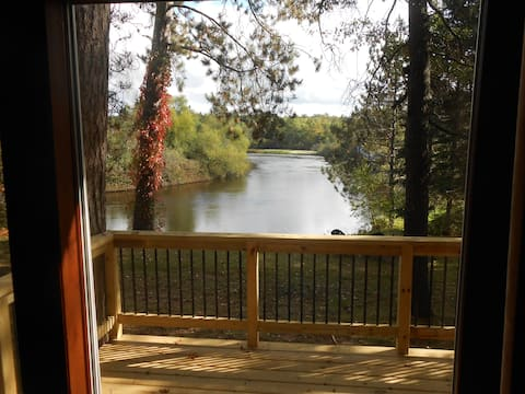 Relax on the River; Cozy Cabin right on the Water!