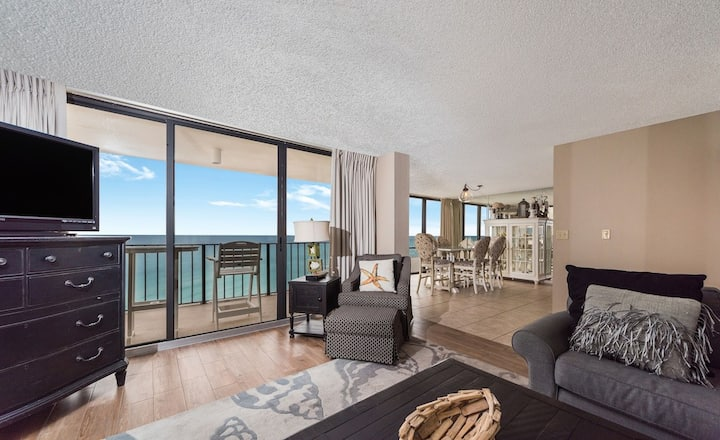 New Listing! Gorgeous ocean views @ this luxury VIP condo! Golf Course, 11 pools!