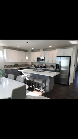 Brand new Townhome near Airport