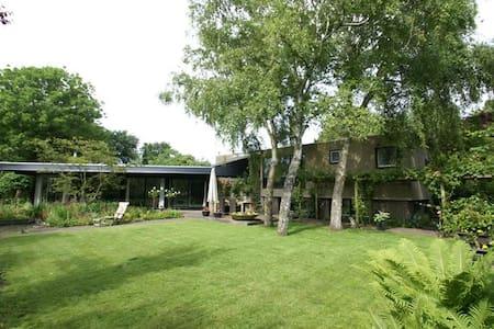 Vrijstaande villa met veel privacy - Villa