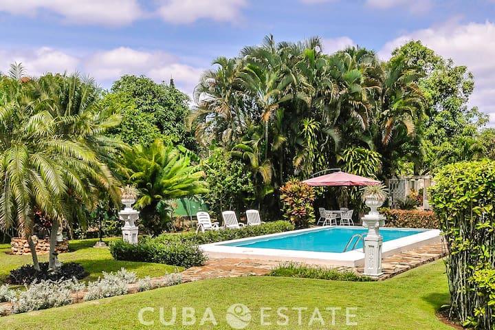 3BR Villa with Pool in Siboney