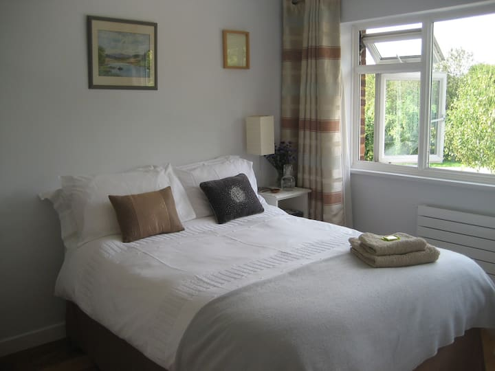 Quiet Double Room - Good for walks