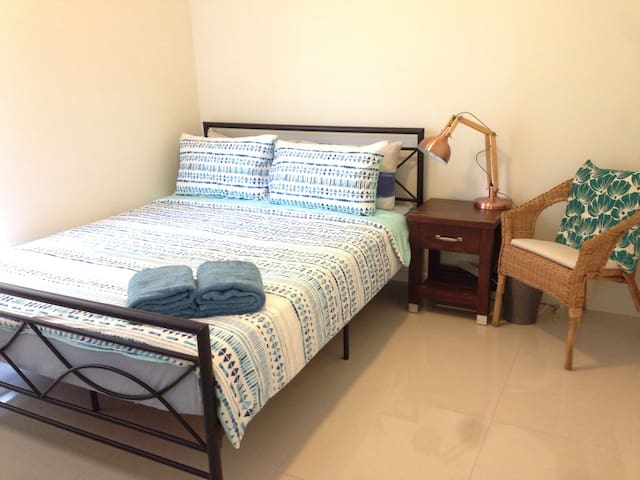 2 Comfy budget affordable stay @West End