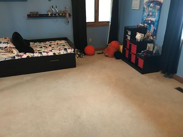 Bedroom #4. 2 single beds.