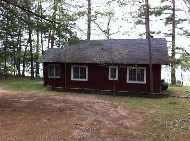 Clasic Northwoods Lakeside cottage