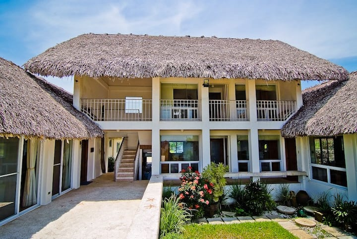 Beach Villa / Balay Baroro