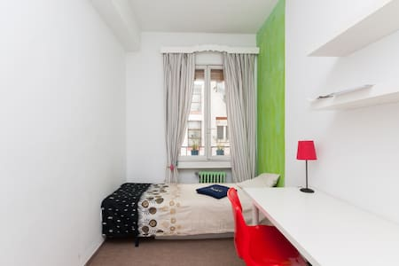 Nice room close to every where  - Madrid
