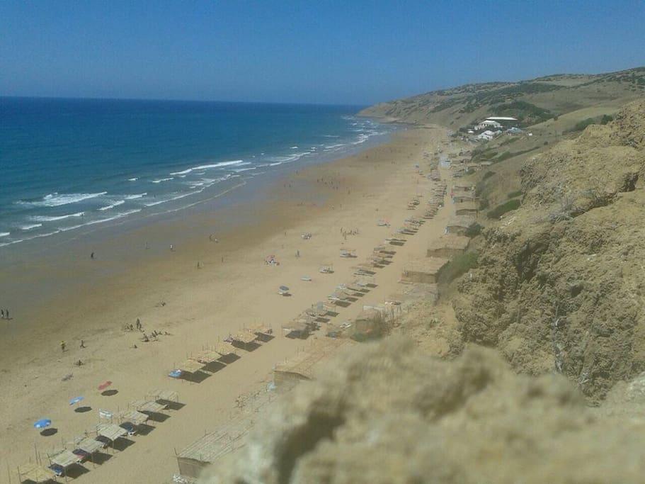 playa de sidi mughait. a 8 km en auto, tb se va andando (40') desde el pueblo.