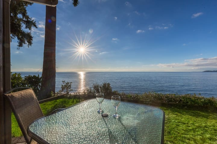 The Beach House - Waterfront Relaxation - Sechelt - House
