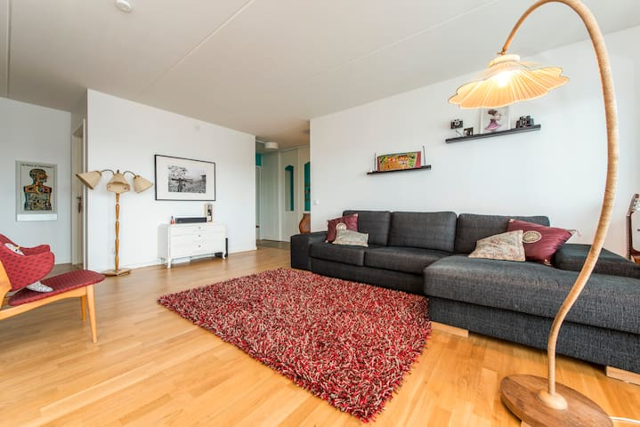 Airy apartment with nice balcony - Tukholma - Huoneisto