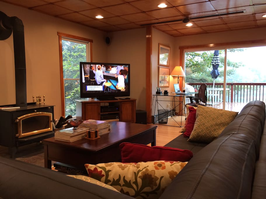 The living area provides a large HD flat screen TV with DISH Network satellite service and an amazing view to the river.