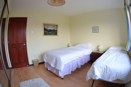 Ground floor twin room & breakfast. - Carrickfergus - Σπίτι