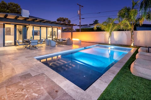 Walk to Old Town ✴ 2 Masters ✴ Heated Pool & Spa