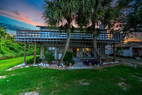 Modern river view cottage near beach and Disney