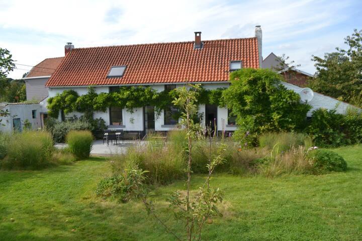 maison avec piscine, 10 min de Bruxelles, charme