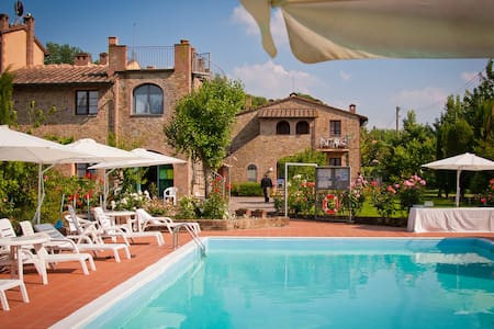 Nice apartment+pool S.Gimignano  - Huoneisto