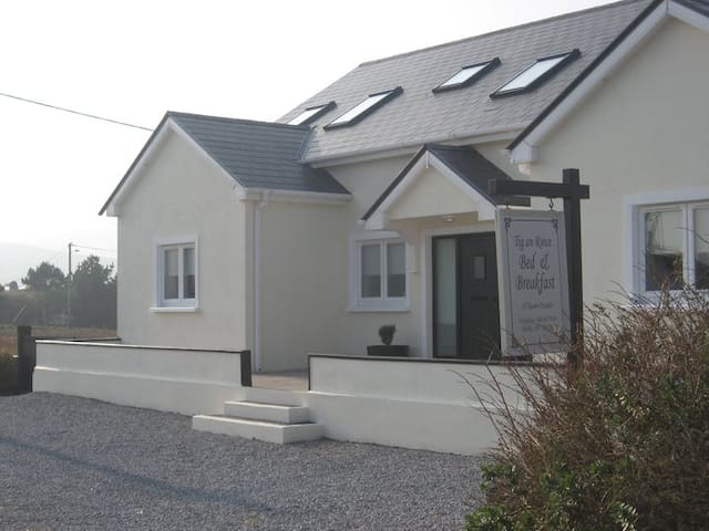 Tig an Rince B & B Twin Room - Dungeagan Ballinskelligs - Bed & Breakfast
