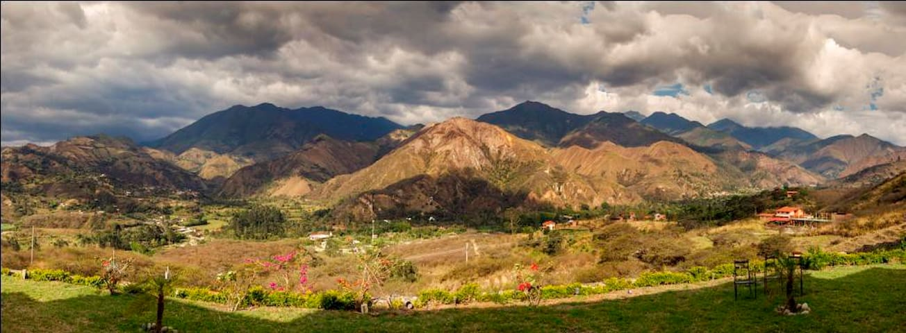 Villa Beatriz is a big House - Vilcabamba - Bed & Breakfast
