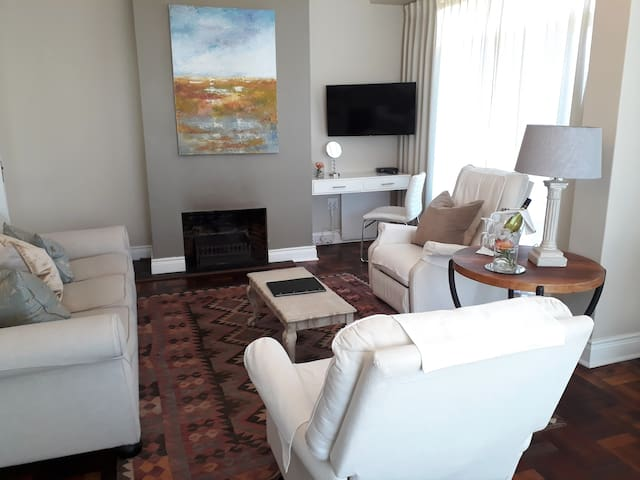 Hermanus Beach Villa - Walkerbay Suite