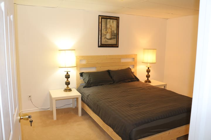 Quiet and comfortable room - Oakville - House