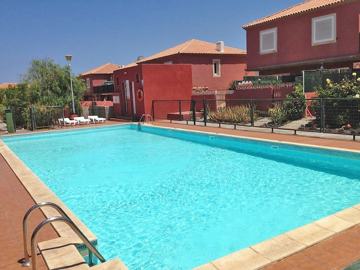 Modern House with Garden/Pool/free WIFI and TVSAT