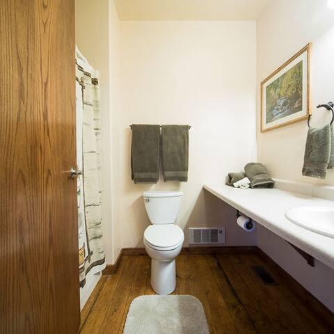 Moose Lodge Room 5