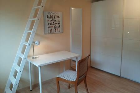 Einzelzimmer mit Hochbett - Walldorf - Hus
