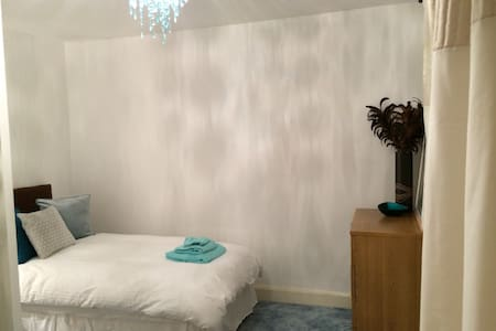 Cosy room in quiet cul de sac - Harrow - Σπίτι