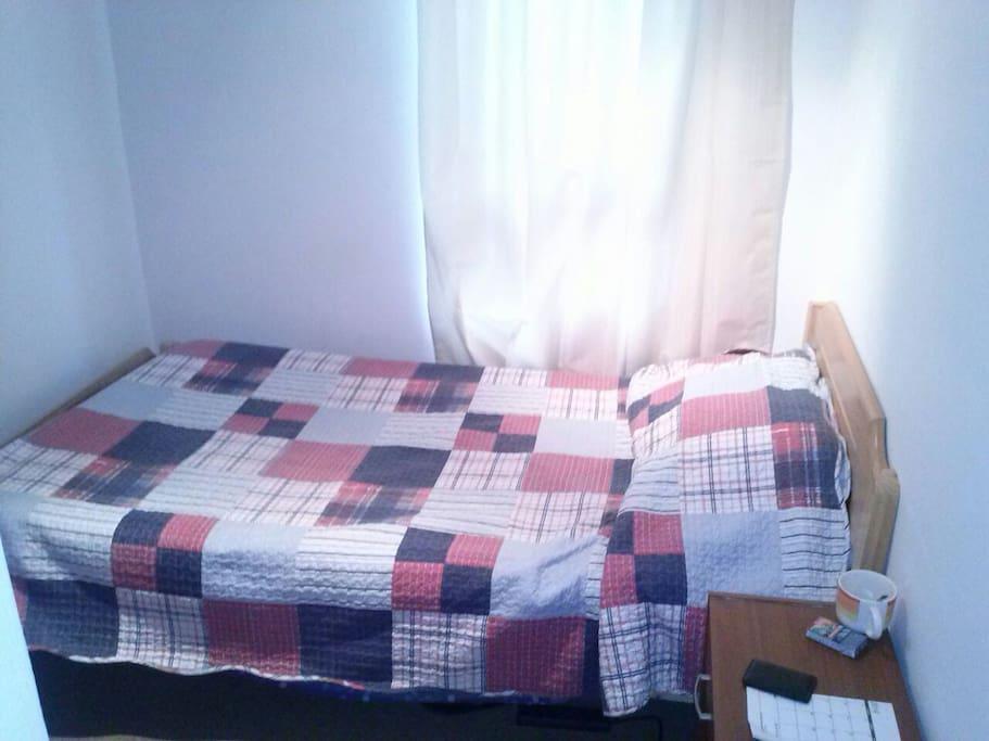 1 dormitorio pequeño para 1 persona.