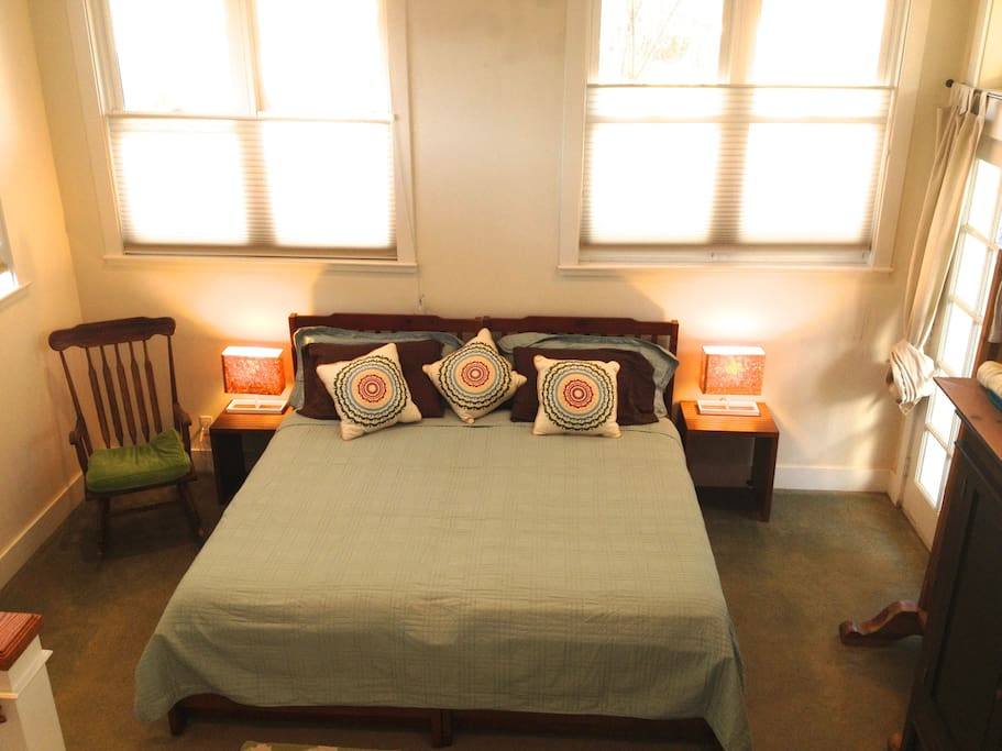 Large sleeping area.  King (twins together) or separated w/ twin pull-outs as well