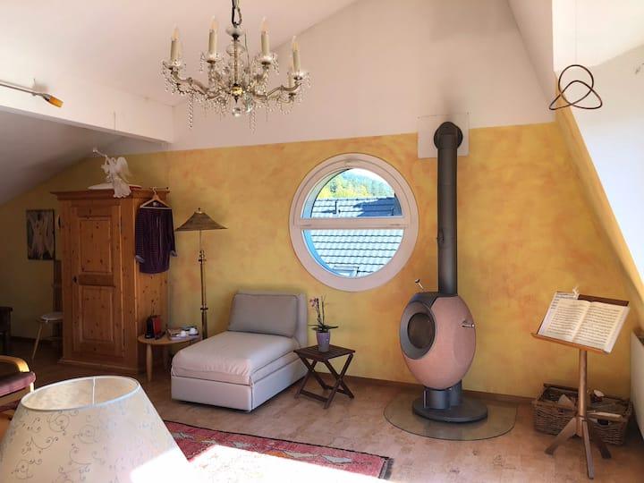 Hertas luxuriöse, sonnige Zimmer zum Verweilen.
