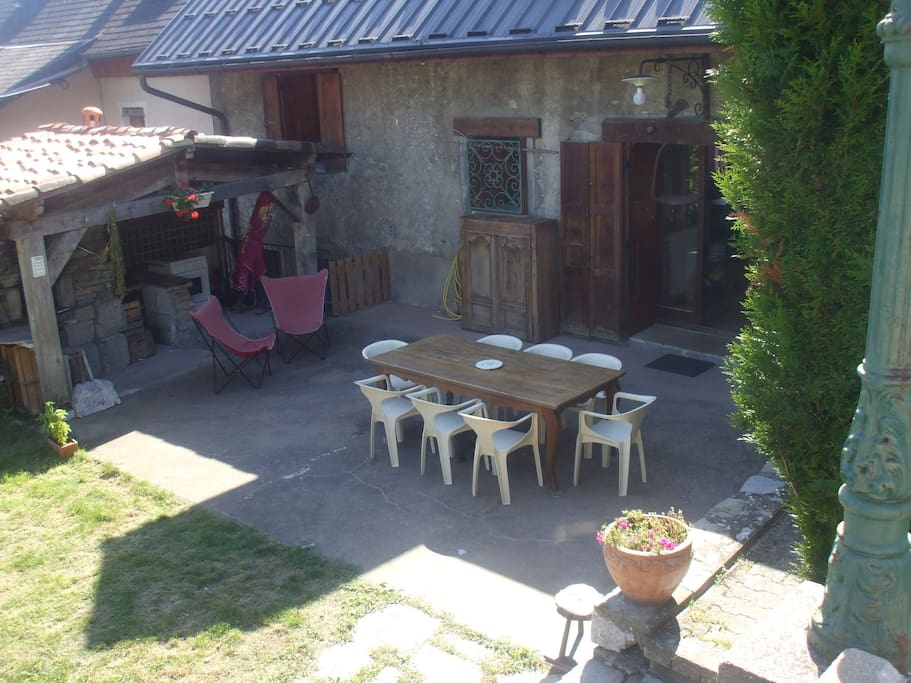 la terrasse et son barbecue